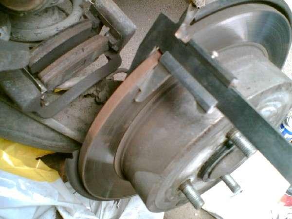 видео инструкция замена тормозных колодок на тойота королла - фото 7
